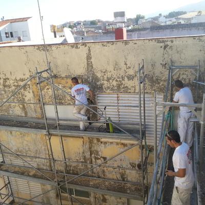 limpieza de fachada con maquina de agua a presion para su posterior pintado