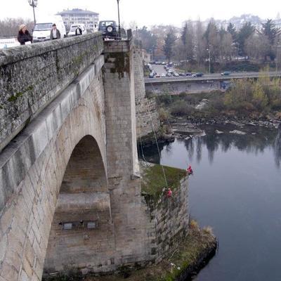 limpieza del puente romano -Ourense