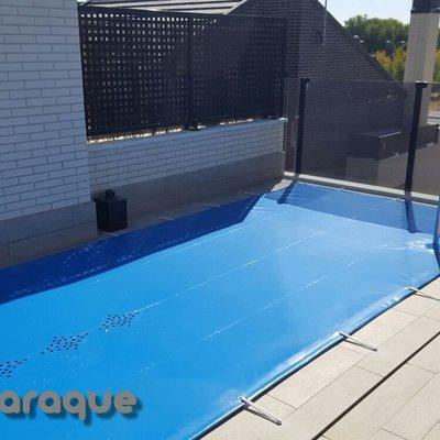 www.toldosaraque.com Instalación de loa de piscina PVC en Pinto - Madrid Fabricación Propia. Medidas de la lona: 7,00 x 2,00 PVC 580g m2