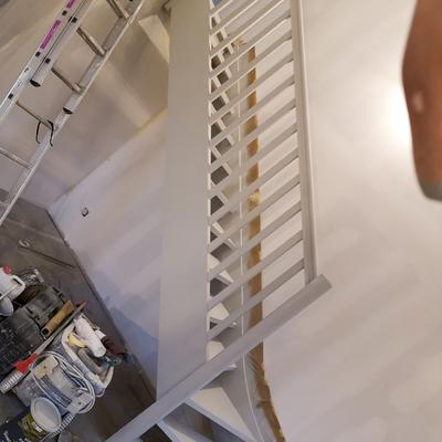 Escalera acabado en esmalte satinado