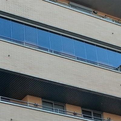 Instalación de cortina de cristal en Málaga.