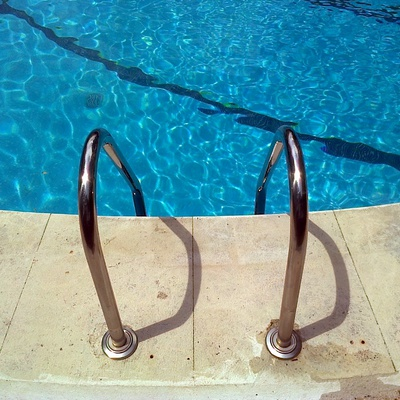 Aqualica piscinas torrej n de ardoz for Precio mantenimiento piscina