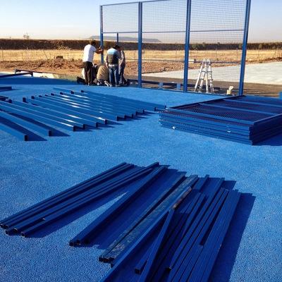 Instalación de pista completa de padel.