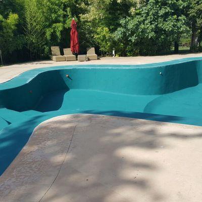 Aplicación de microcemento en piscina