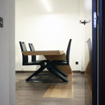 Mesa de diseño con voladizo