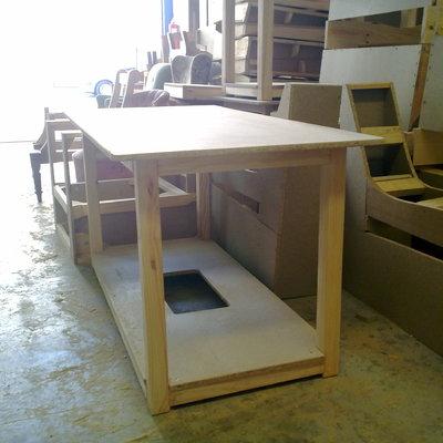 mesa pino ensamblada,tablero desmontanble con tarima a medida