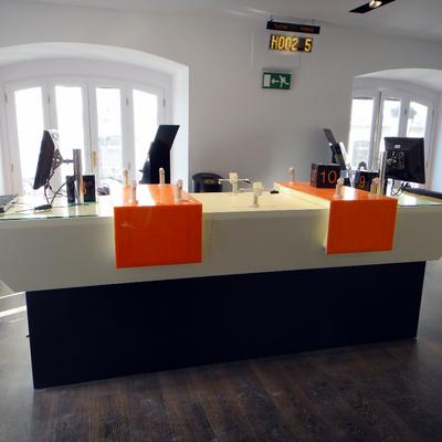 Mesa tienda Orange Puerta del Sol