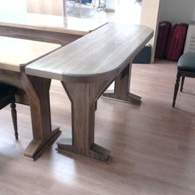 Mesas en madera maciza de nogal para sala de juntas