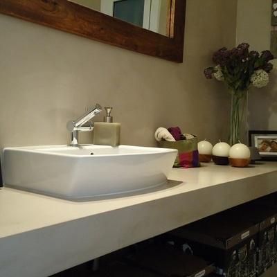aplicacion en paredes y encimera de banos