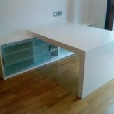 módulo con mesa de despacho lacado blanco.