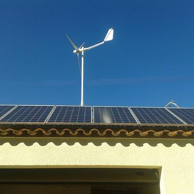 Autoconsum Fotovoltaic amb molí de vent