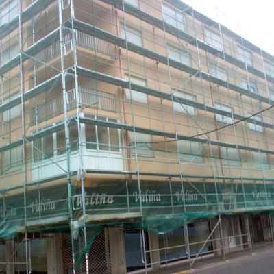 Montaje de andamios en edificio