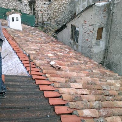 montaje de teja curva en la plaza de chinchon