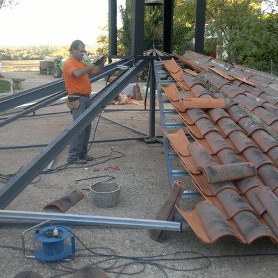 Motaje de tejado sobre extructura metalica,