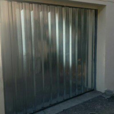 Puerta rectificada con chapas nuevas y reajuste completo