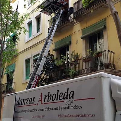 Mudanza en Barcelona con cierre de vía