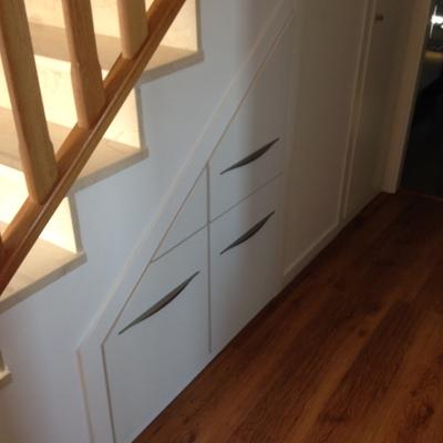 mueble a medida para hueco de debajo de escalera