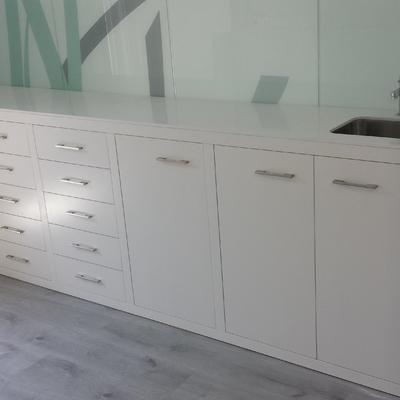Mueble clinica lacado en blanco