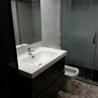 mueble colgado con lavabo