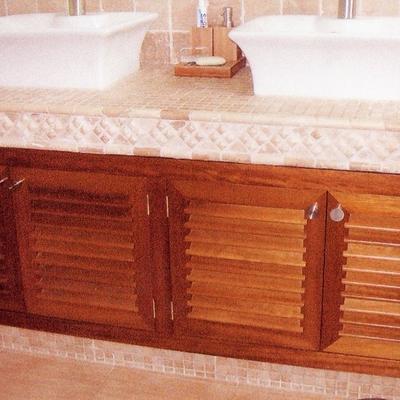 Mueble de baño en madera de IROKO