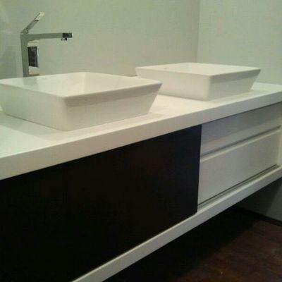 Mueble de baño lacado en blanco y negro