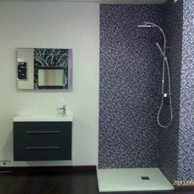 mueble de baño plato de ducha y conjunto termostática