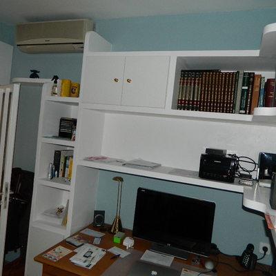 mueble de escayola en oficina