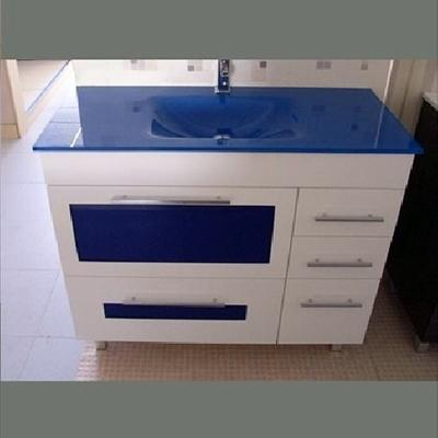 Mueble encimera de cristal azul y cristales en azul