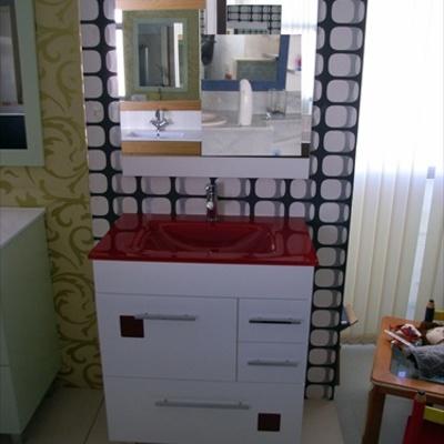Mueble encimera de cristal roja y cristalitos