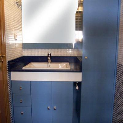 Mueble lacado en azul a medida