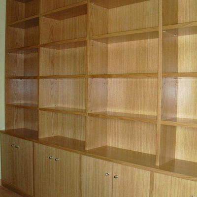 Mueble libreria en roble