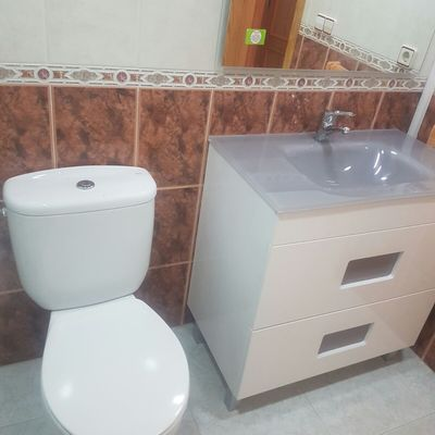 Colocación de mueble de baño.