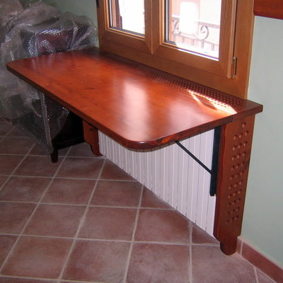Mueble recibidor sobre radiador