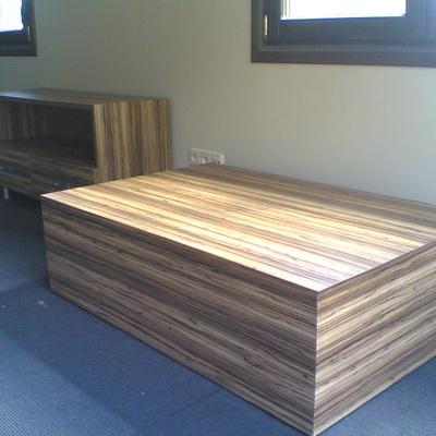 Muebles de cebrano.