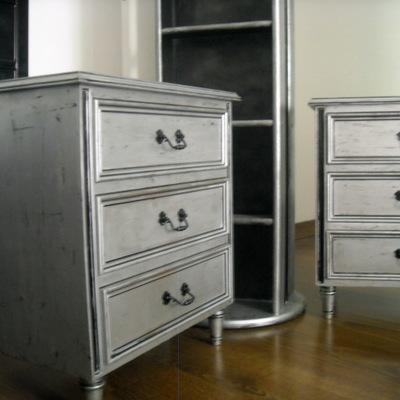 Muebles pintados en plata y negro(originalmente barnizados en caoba)