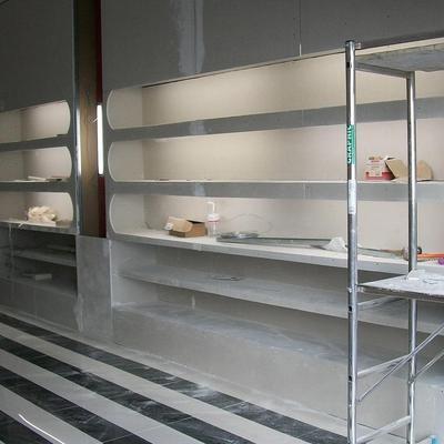 Muestrario de pladur con iluminacion para perfumes