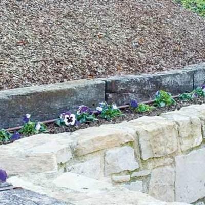 Mulching y muros de piedra