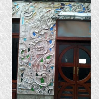 Mural de Hormigón y vidrio en exteriores