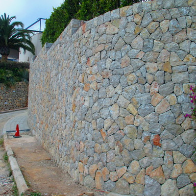 Muro exterior piedra
