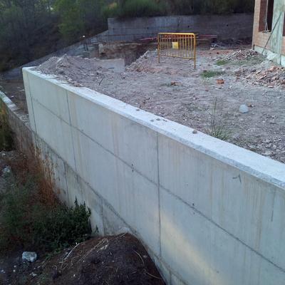 Muros de hormigón visto ambas casas
