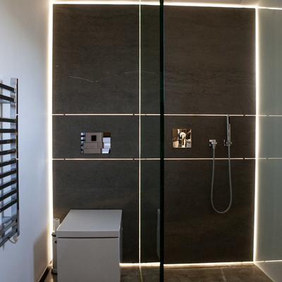 Fachada iluminada baño