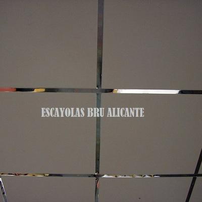 techo de escayola desmontable con perfilería de espejo