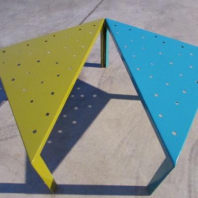Mesas metálicas troqueladas pintadas al horno