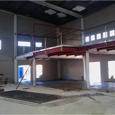 nave para pistas de pádel en construcción zona de cafetería.