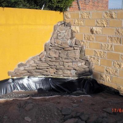Obra ,fuente de agua con cascada