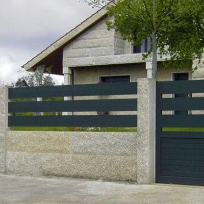 Portal corredera puerta peatonal y vallas de aluminio soldado a juego