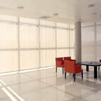 Cortinas de lamas verticales oficinas