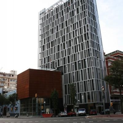 Orfeo Martinenc y Urbani Hostel Barcelona.
