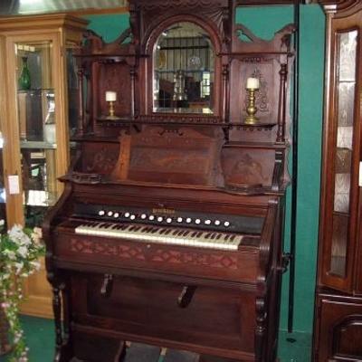 Organos y pianos