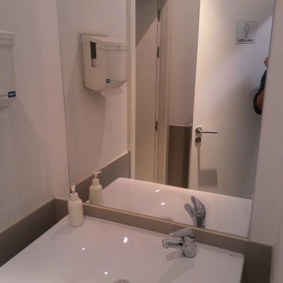 Reforma baño. Alicatado, fontanería, instalación eléctrica.